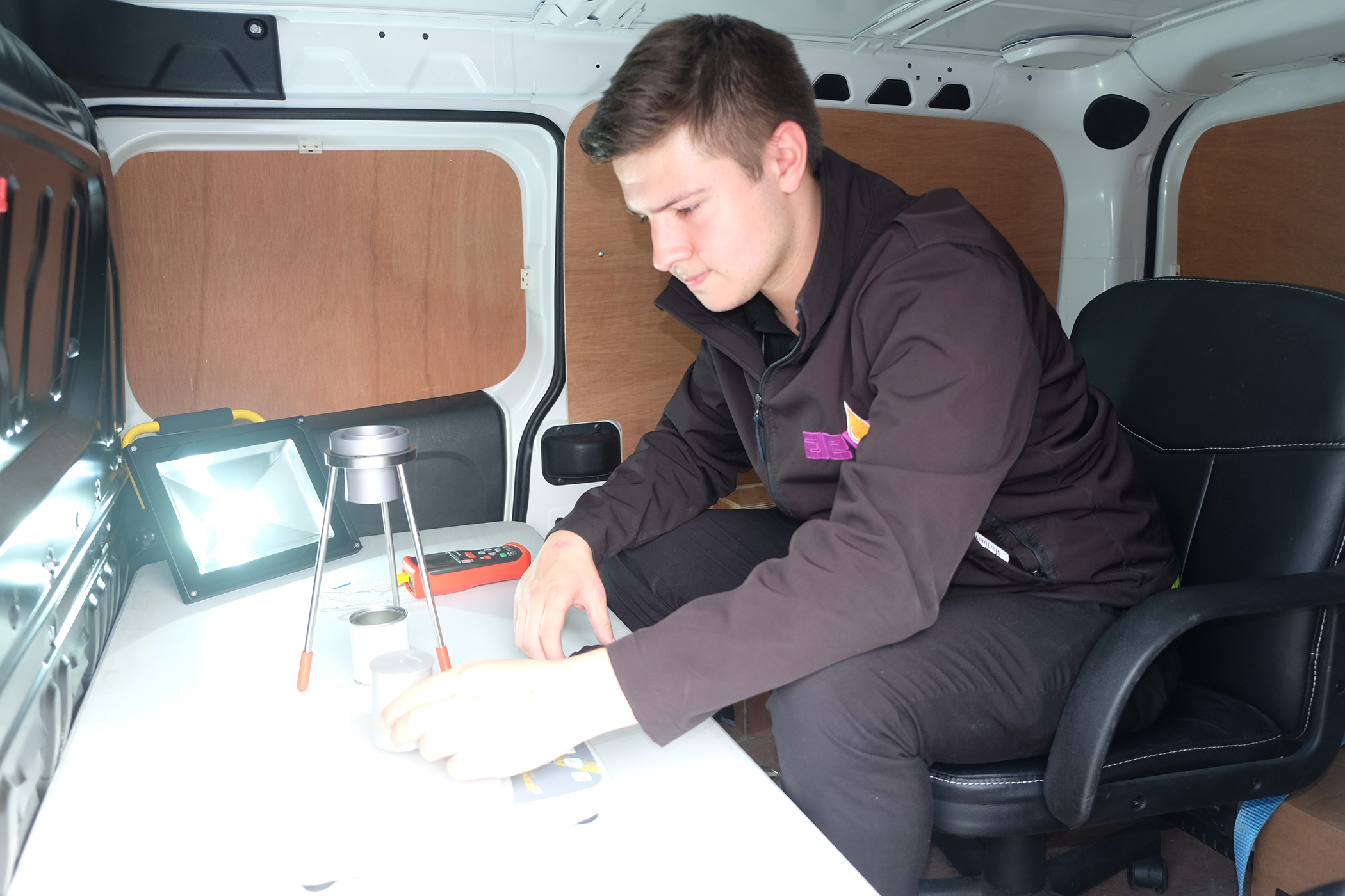 Mobile lab can test varnishes and resins on site