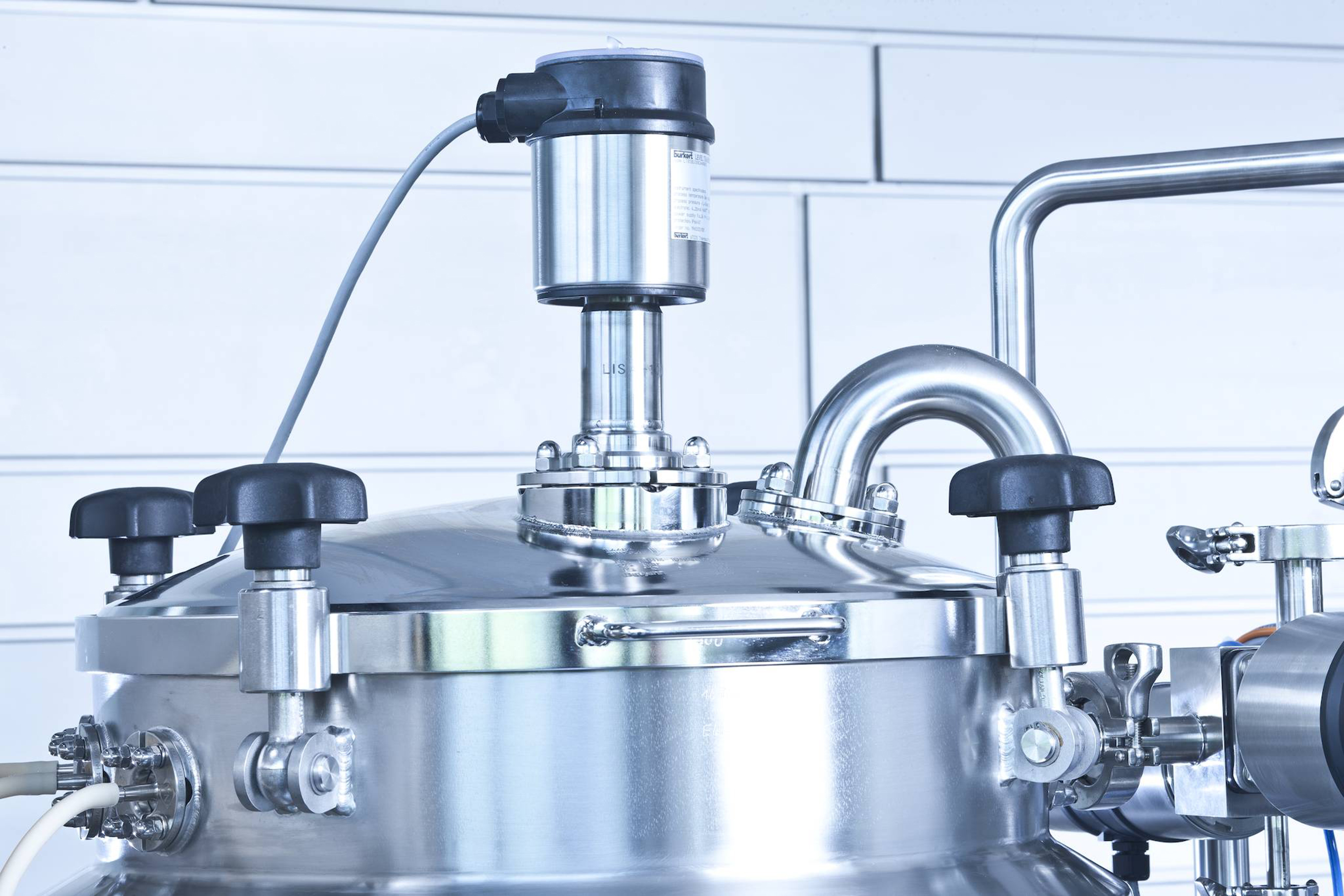Optimum level and flow control for food industry processes