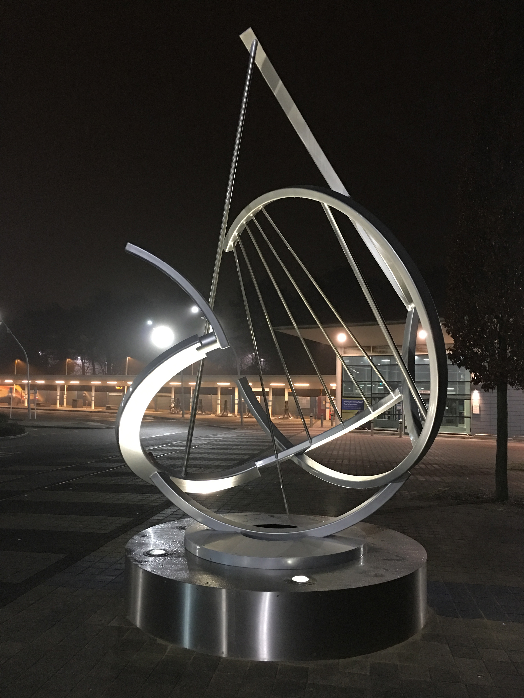 Barnshaws creates 'liquid' metal curves for Corby heritage sculpture