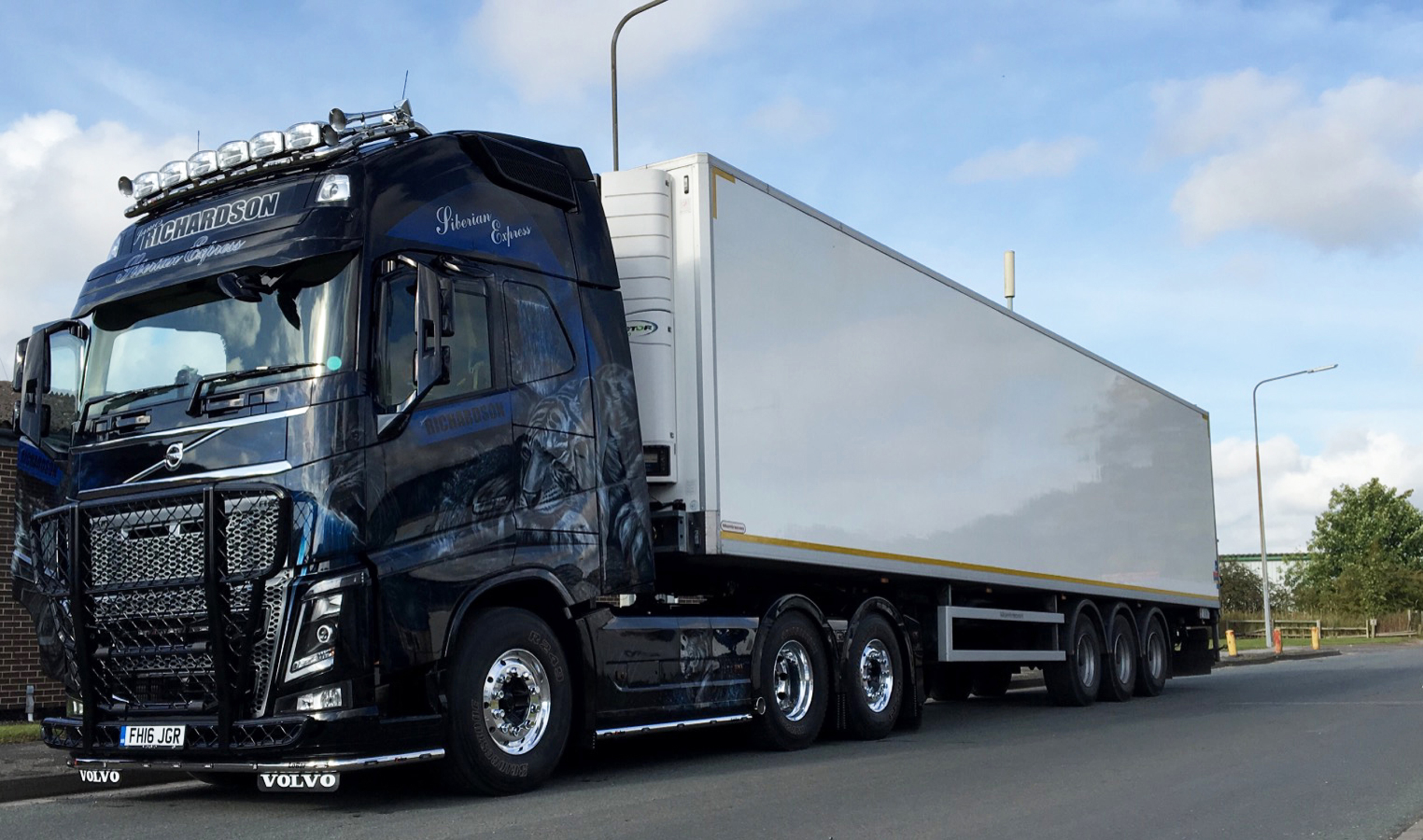 Top fifth wheel helps new show stopping truck put in haulage miles