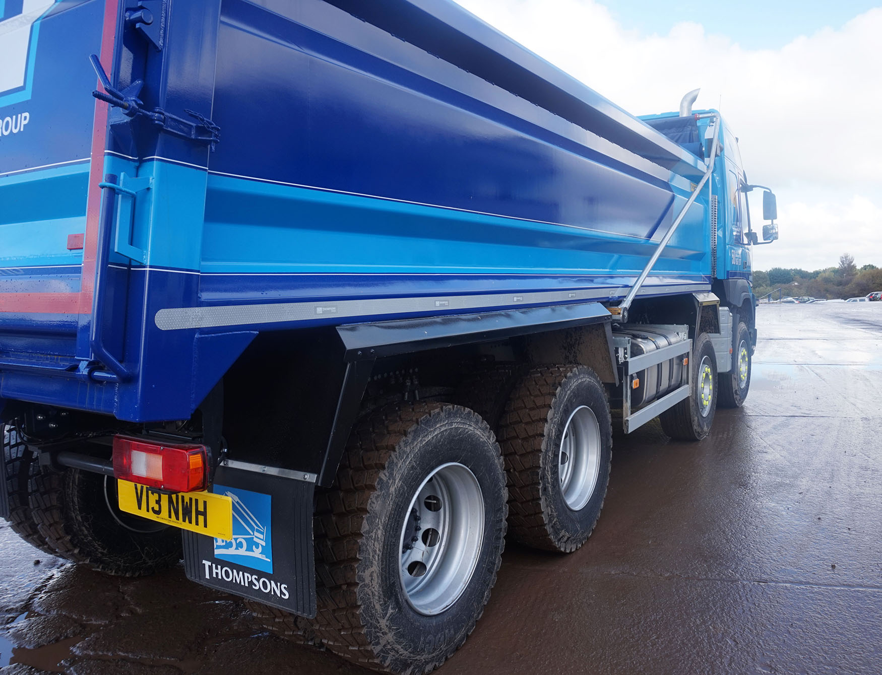 Newly established Thompsons Tippers Scotland Ltd. fits Edbro tipping gear to first vehicles out the door