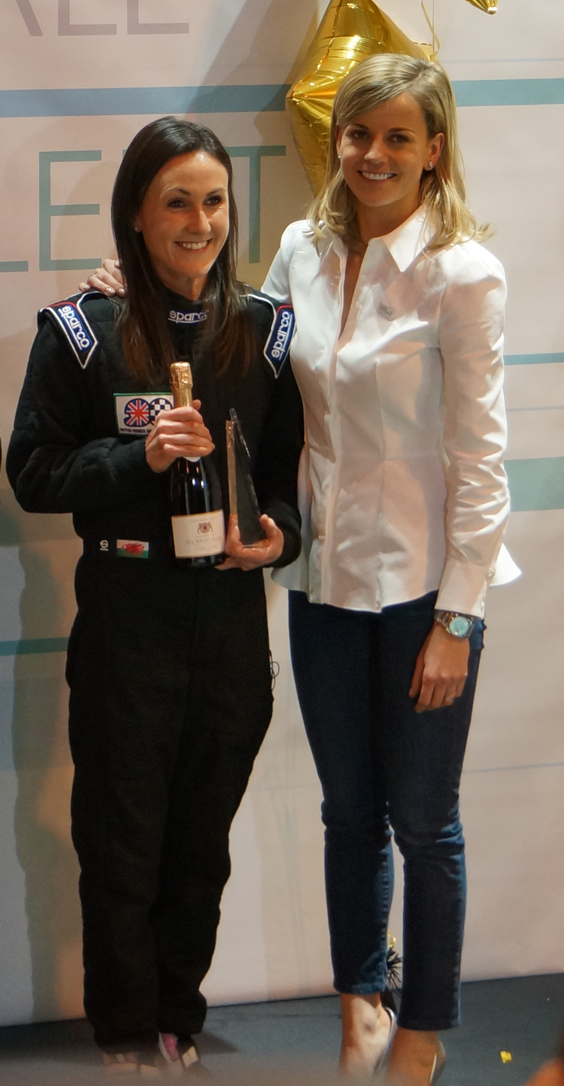 Sara Williams wins BWRDC GoldStars award presented by Susie Wolff