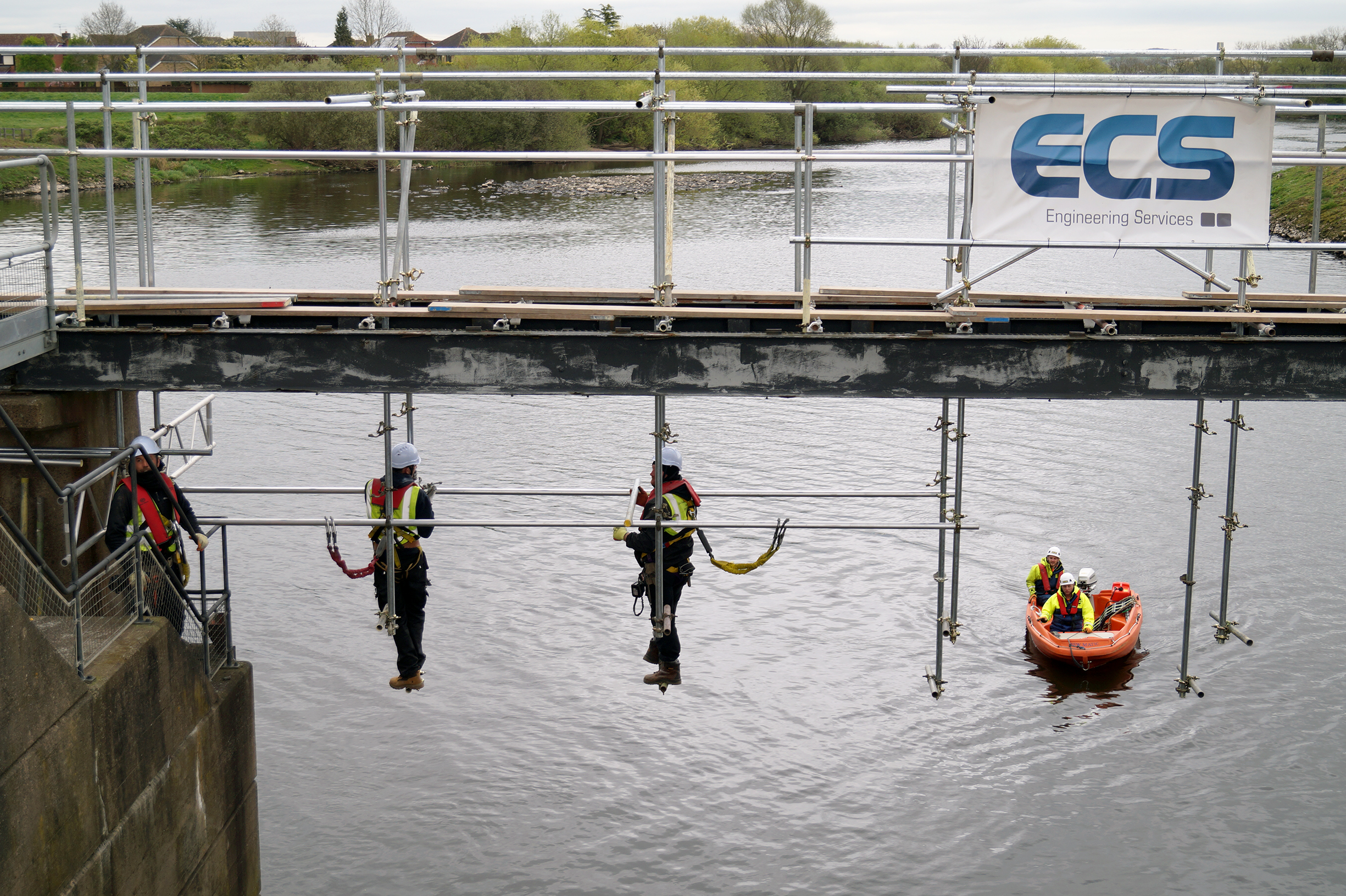 River rescue procedures for maintenance project proven