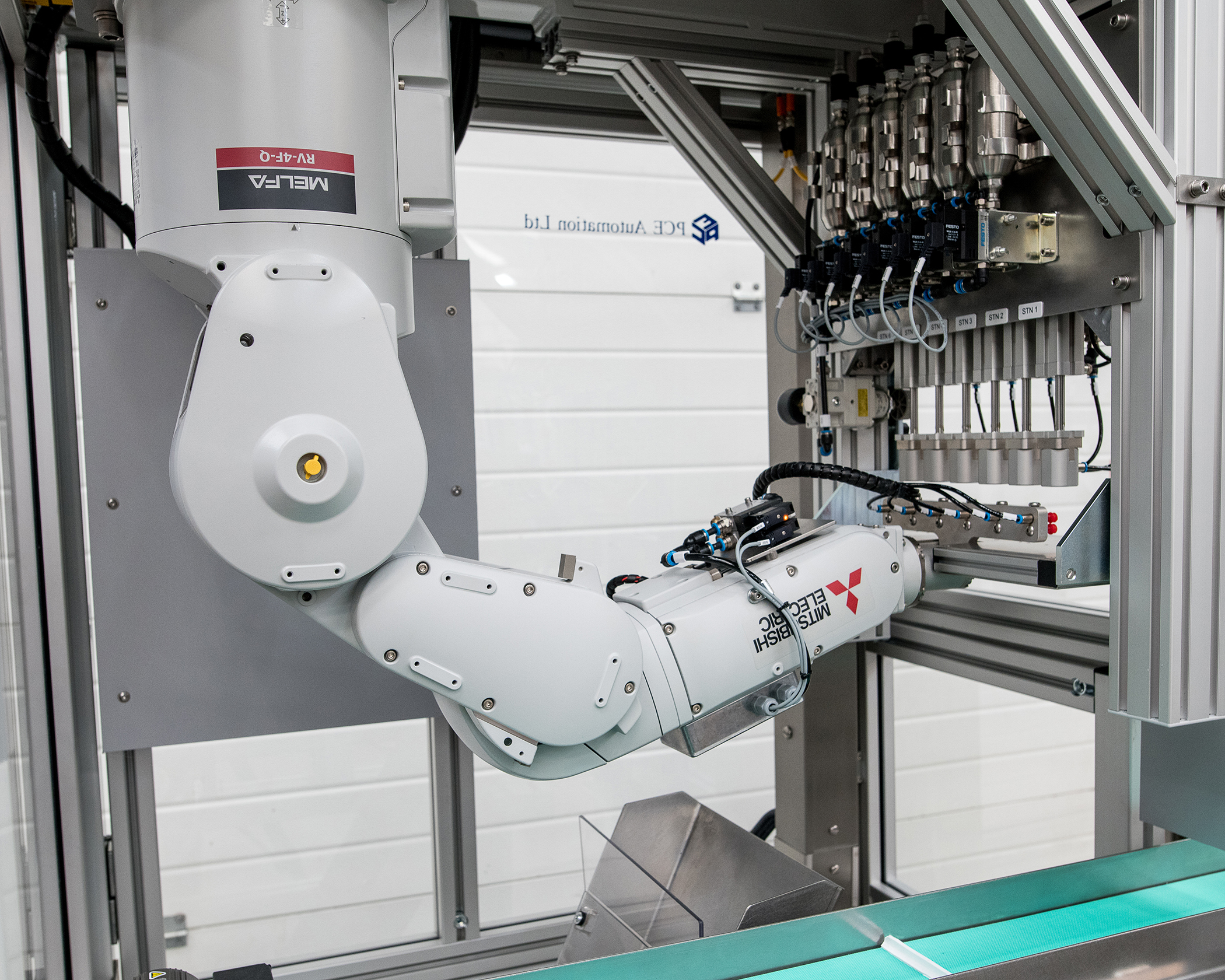 Robots take their pick in plastic moulding application