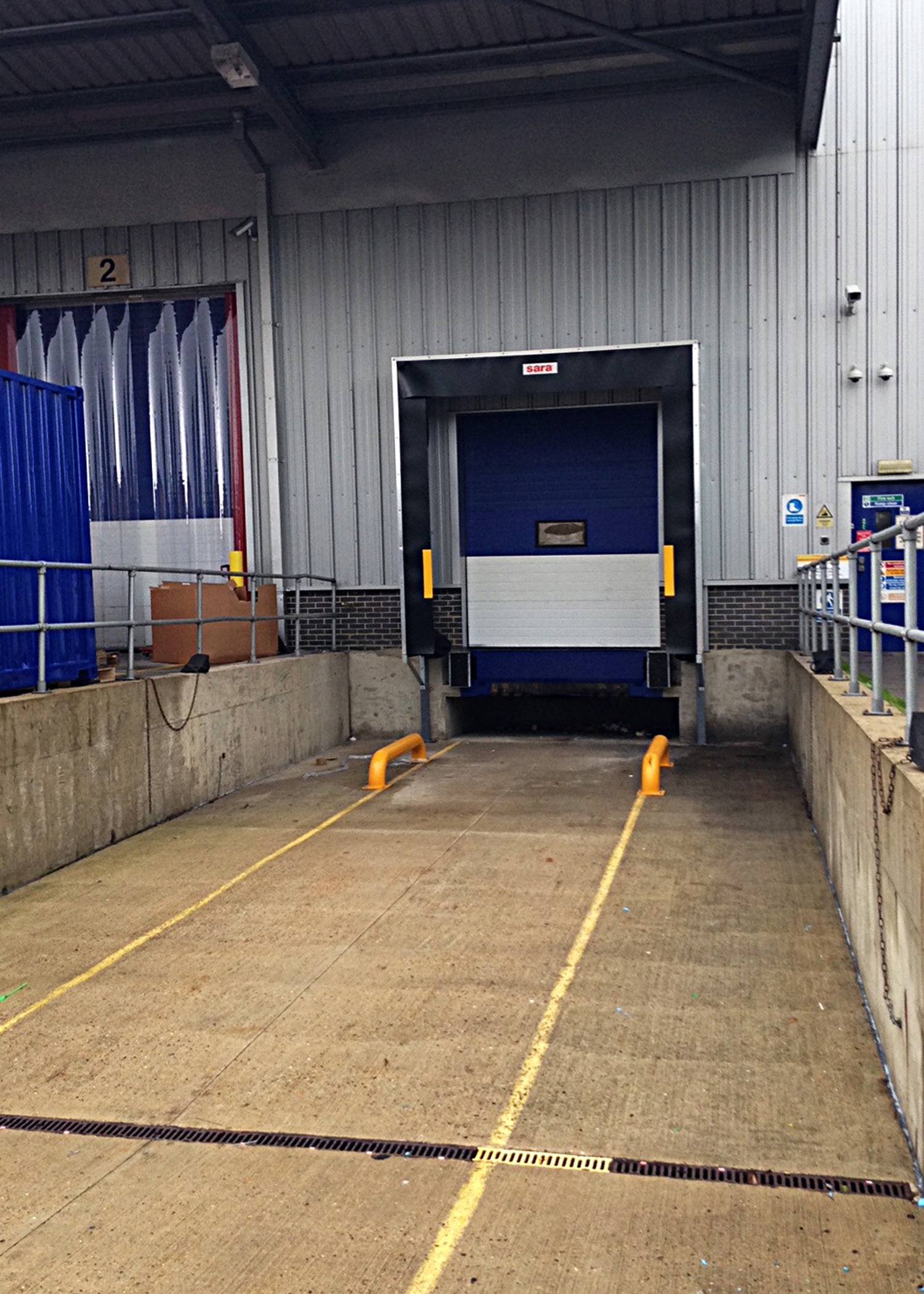Special loading bay has temperature stabilised by sara LBS inflatable shelter